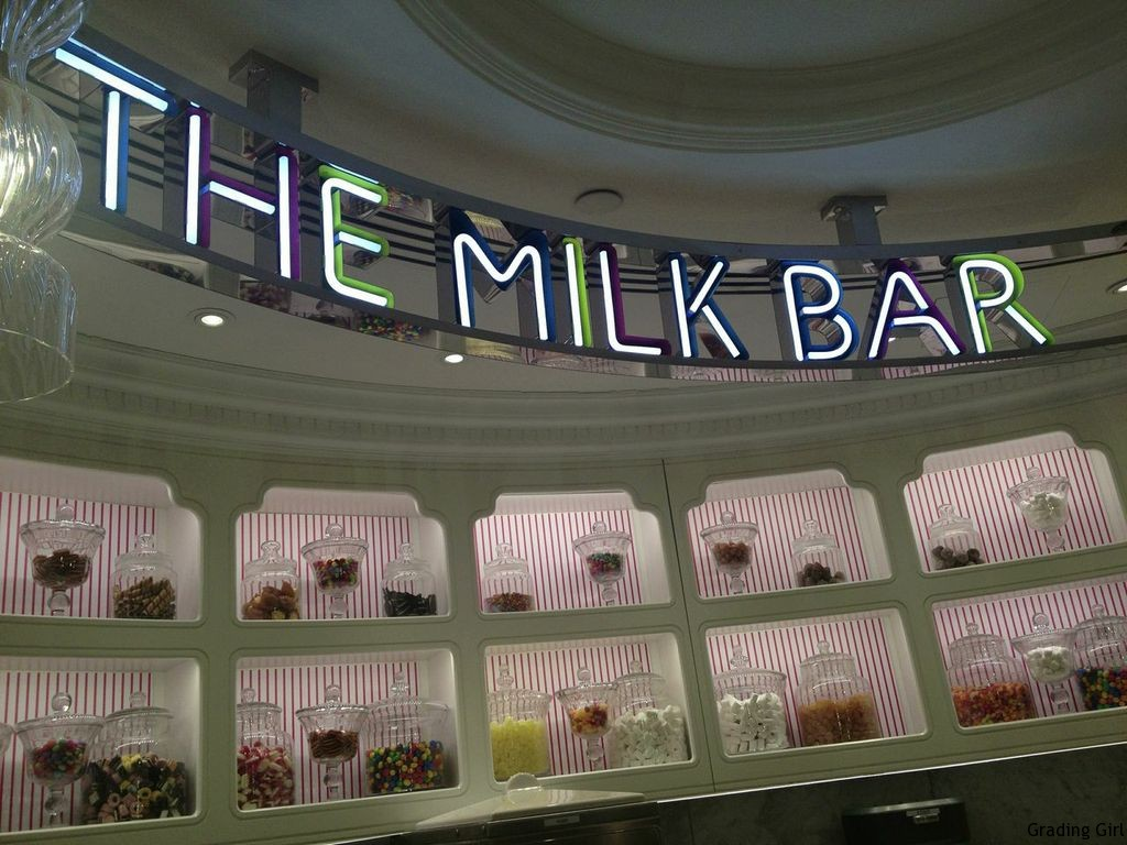 Take a rest from shopping here!! Yummy ice cream!!!!